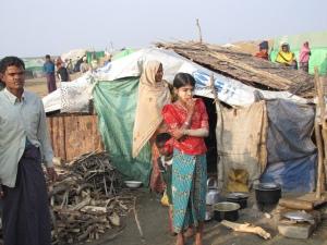 Burma: alarmerande humanitära behov i Rakhine-staten. Många rohingyas lever under katastrofala förhållanden och litar inte på de lokala säkerhetsstyrkorna. HRW klassar situationen som etnisk rensning.  Foto: Mathias Eick EU-ECHO January 2013
