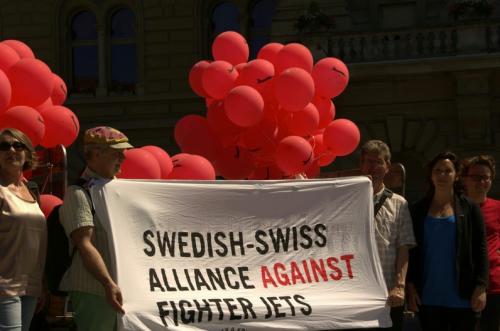 Nio organisationer i manifestation mot Jas-affären mellan Sverige och Schweiz