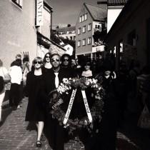 Begravningståg för vapenexport i Almedalen.